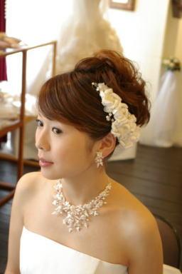 ブライダルボンネ ウエディングボンネ ヘアアクセサリー 髪飾り ウエディング 花嫁 花嫁の髪型ヘアスタイル、アレンジもご提案しています。